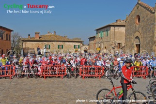 Italy, Tuscany, Monteriggioni, mountainbike cycling race