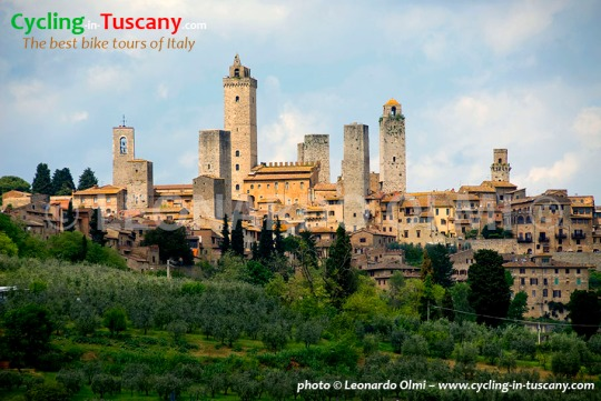 Italy, Tuscany, San Gimignano, cycling bike tours