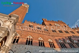 Italy, Tuscany, Siena, Piazza del Campo, cycling bike tours