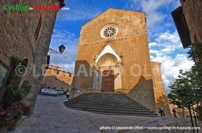 Italy, Tuscany, Monticchiello, cycling bike tours