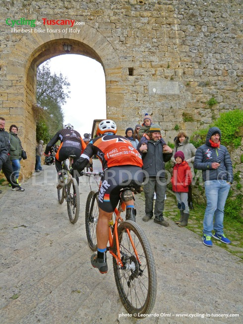 Italy, Tuscany, Monteriggioni, mountainbike cycling race, 23% ascent