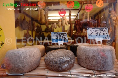 Italy, Tuscany, pecorino cheese
