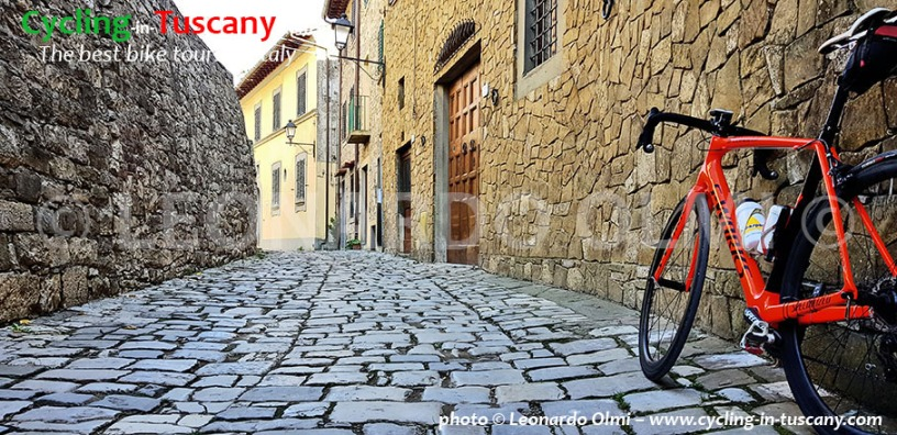 Italy, Tuscany, Chianti, Montefioralle, cycling bike tours