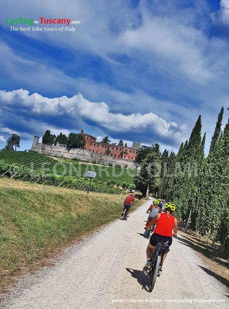 Italy, Tuscany, Chianti, Brolio Castle, cycling bike tours