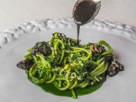 spaghetti-ortiche-cavoli-acqua-di-bufala-e-vongole-GALLERY[1]